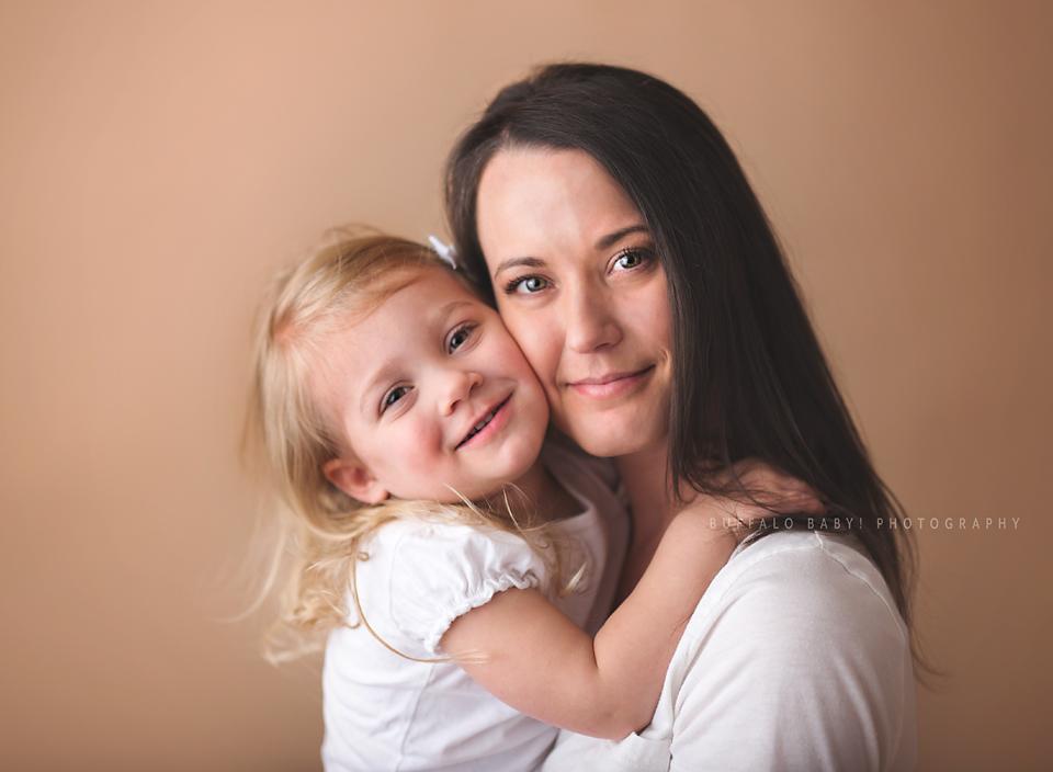 Buffalo Baby and newborn photographer